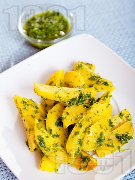 Вкусни и лесни варени картофи с песто от целина - снимка на рецептата